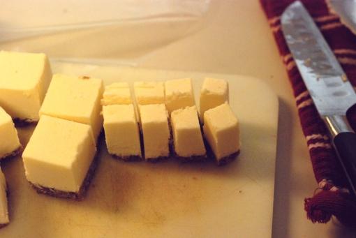 cut cheesecake