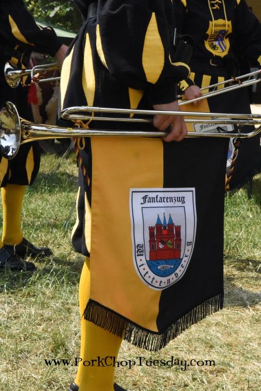 parade-horn