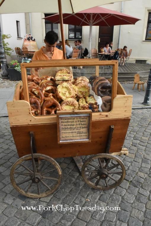 pretzel-cart