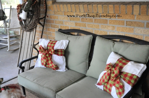 christmas-porch-pillows