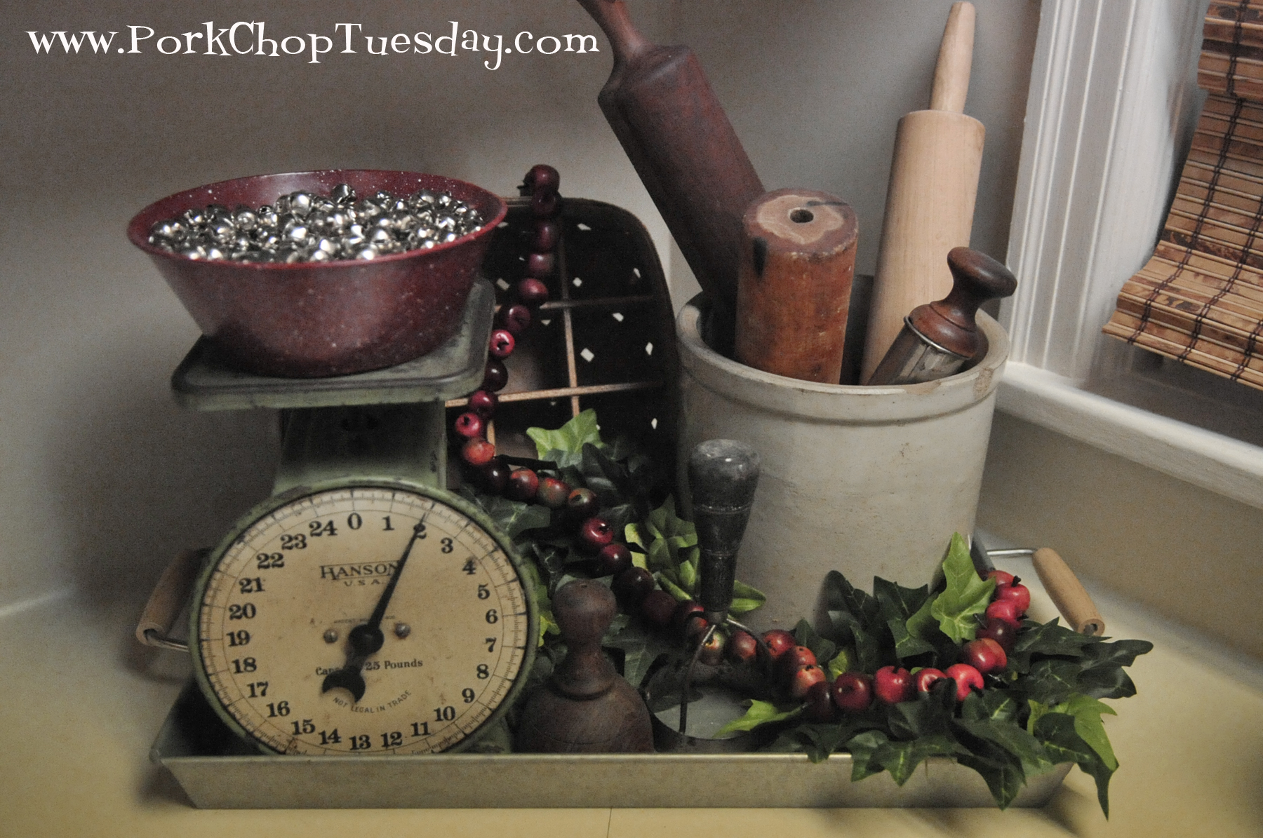vintage-kitchen-vignette